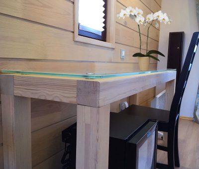Стеклянный стол в домике