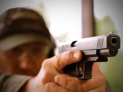 Стрельба из пистолета в стрелковом клубе Айтау
