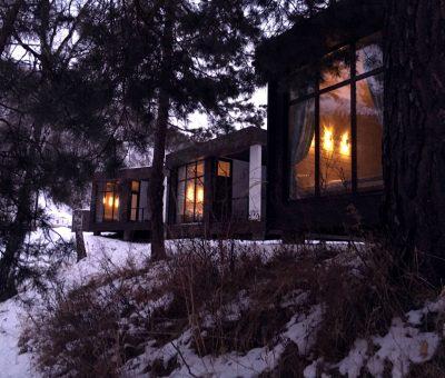 Вечер в Айтау, гостевые дома вечером