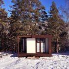 фасад первого дома зимой