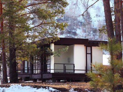 из леса вид на дом