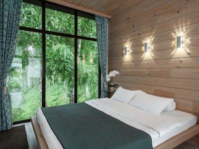 Вид из окна и кровать
