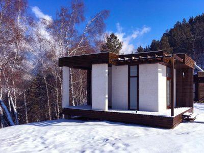 Четвертый дом в солнечный зимний день
